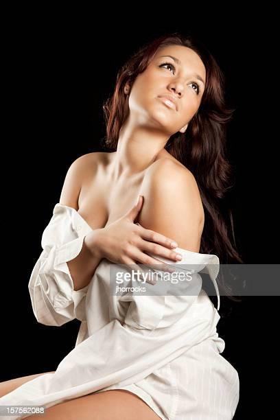 sexy woman in white button-down shirt - helemaal losgeknoopt stockfoto's en -beelden