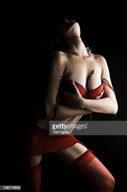 Femme Sexy en lingerie rouge