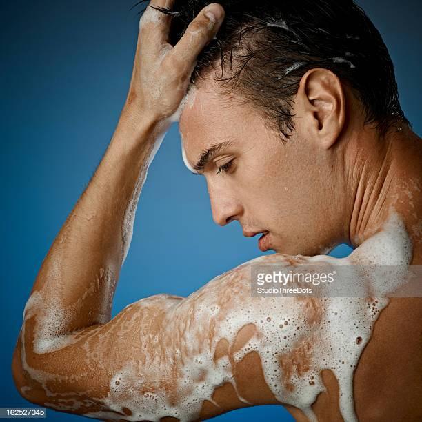 セクシーな若い男性たシャワー