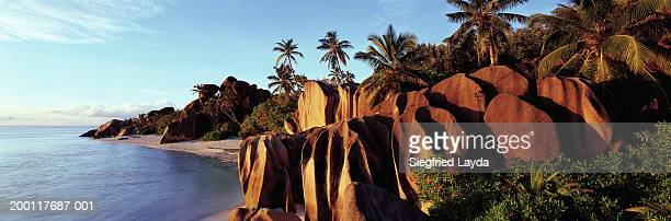 seychelles, la digue, granite rock formations of anse source d'argent - la digue island stock pictures, royalty-free photos & images