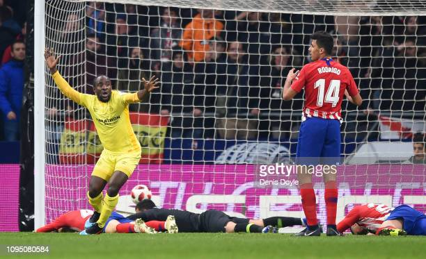 Seydou Doumbia of Girona celebrates scoring their 3rd goal during the Copa del Rey Round of 16 match between Atletico Madrid and Girona at Wanda...
