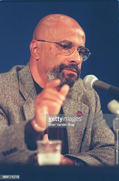 SFDebate#370925BV––Northridge Joe Hicks a Los Angeles based civil rights advocate listens during the debate with David Duke former Ku Klux Klan grand...