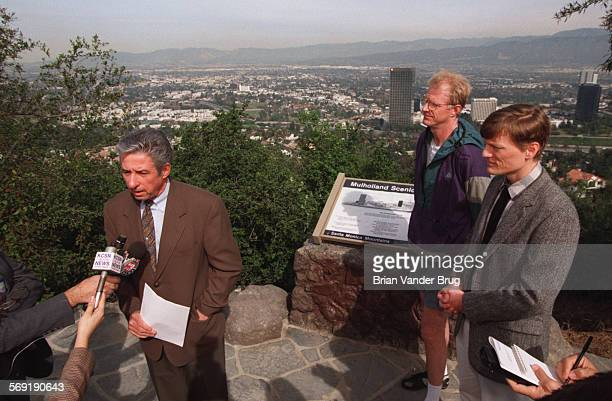 SFHayden1bv2–7/STUDIO CITY –– LA mayoral candidate Tom Hayden left comments on his environmental record at press conference on Mulholland Drive...