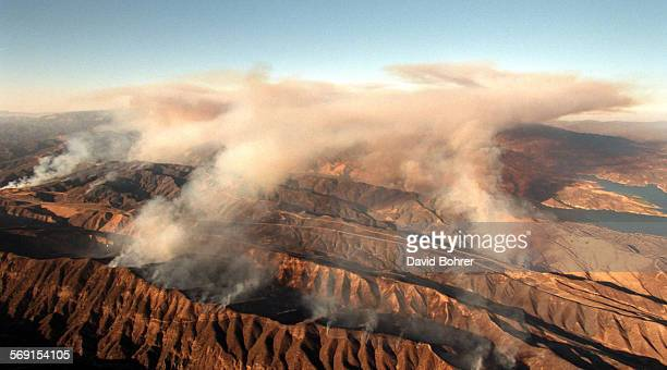 SFJam#8 0826DB–Castaic–The aerial view of a major brush fire that has thus destroyed over 4000 acres and shut down the I–5 for several hours Castaic...