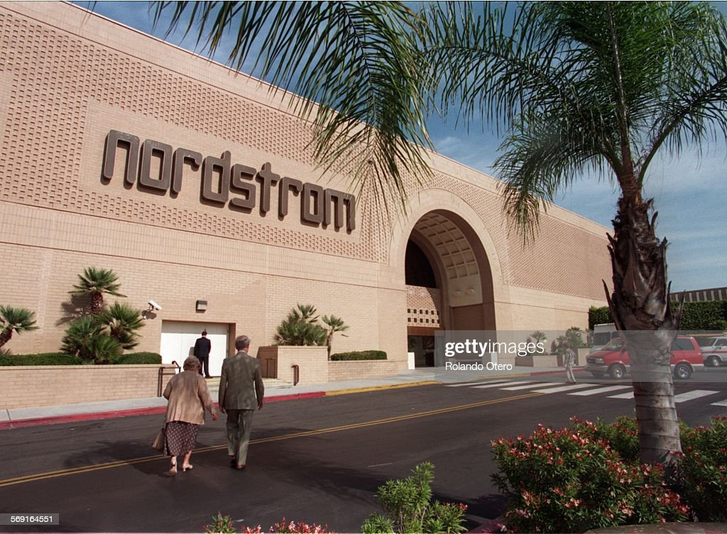 SF.Nord.1116.RO–WOODLANDHILLS: The Nordstrom department store at the ...