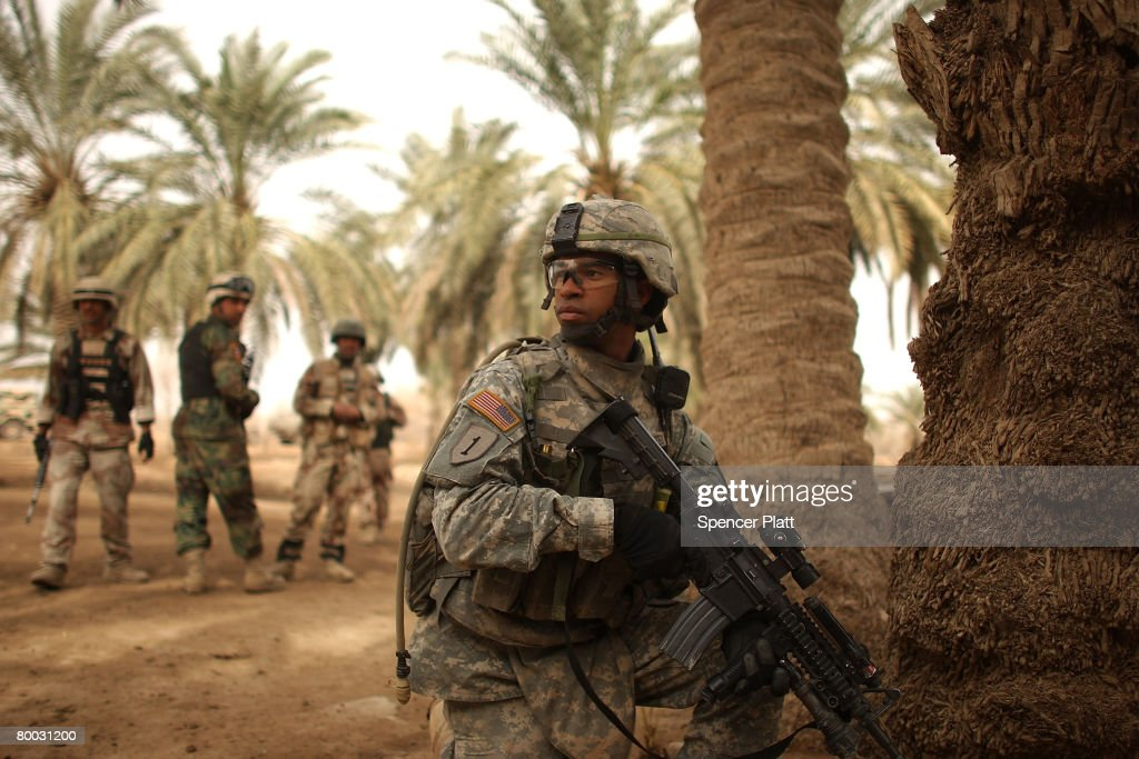 Military Raids Village of Suspected Insurgents in Diyala Province : News Photo