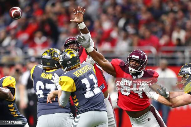 Shaan Washington of the San Antonio Commanders attempts to block a pass by Mike Bercovici of the San Diego Fleet during the first half in an Alliance...