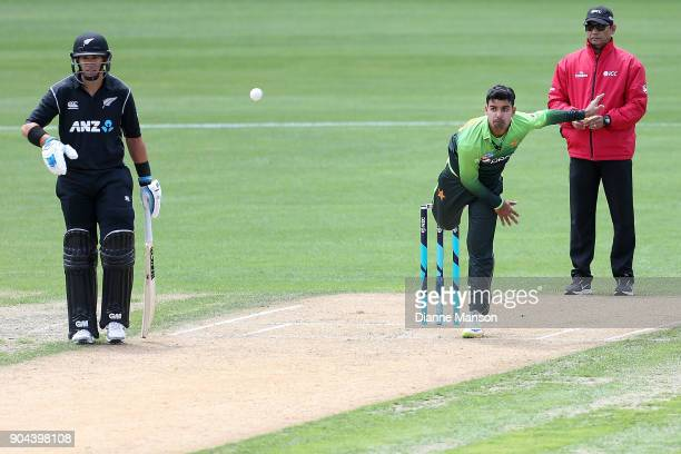 Shadab Khan of Pakistan bowls as Ross Taylor of New Zealand looks on during the third game of the One Day International Series between New Zealand...