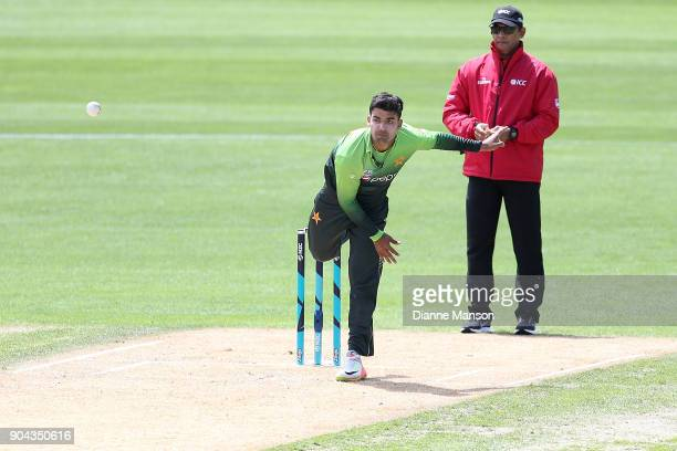 Shadab Khan of Pakistan bowls during the third game of the One Day International Series between New Zealand and Pakistan at University of Otago Oval...