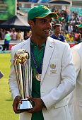 shadb khan pakistan with trophyduring icc