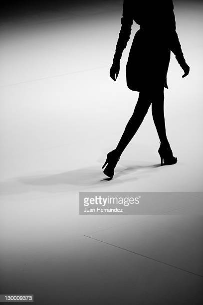 shade fashion - fashion runway stock pictures, royalty-free photos & images