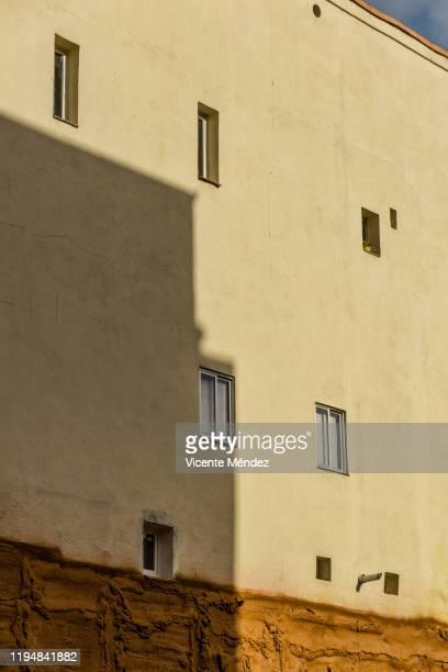 shaded window - vicente méndez fotografías e imágenes de stock