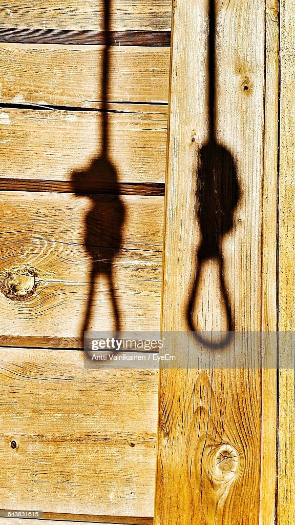 Shadow Of Hanging Gallows On Wooden Wall : ストックフォト
