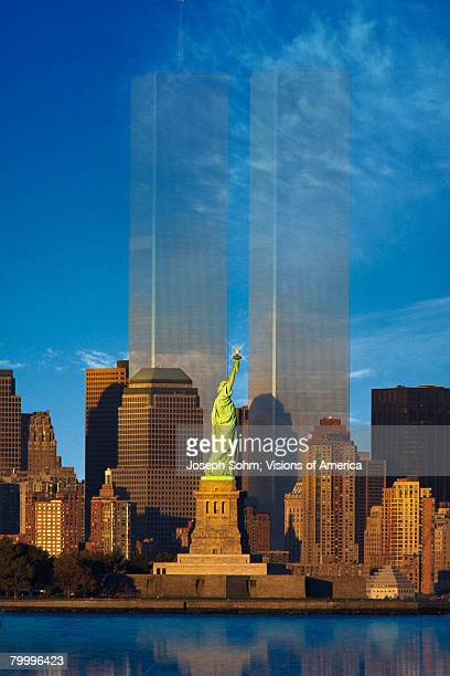shadow of the twin towers behind statue of liberty - ニューヨーク郡 ストックフォトと画像