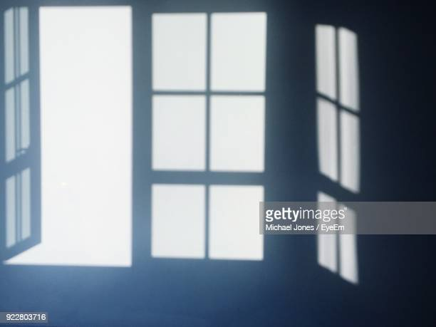 shadow of windows on wall - ombra in primo piano foto e immagini stock
