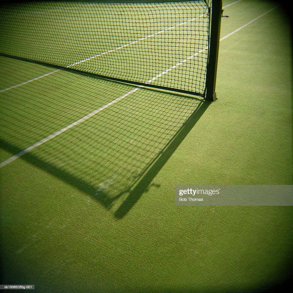 Shadow on tennis net in court : Foto stock