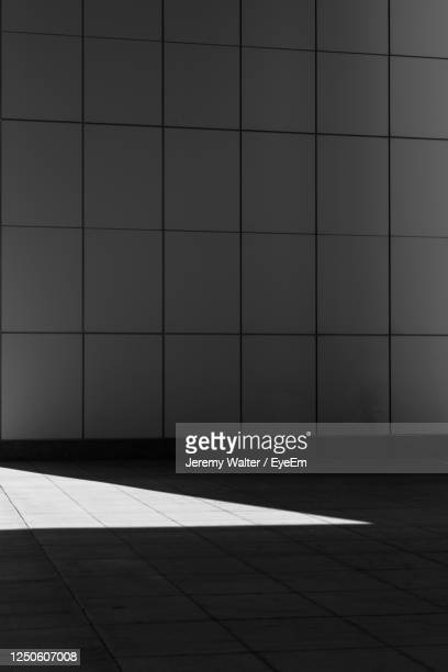 shadow on tiled floor against wall - eyeem jeremy walter stock pictures, royalty-free photos & images
