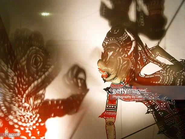 shadow play puppet of malaysia - shadow puppet stockfoto's en -beelden