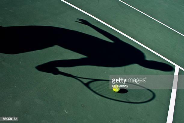 shadow plays tennis - 錯覚 ストックフォトと画像