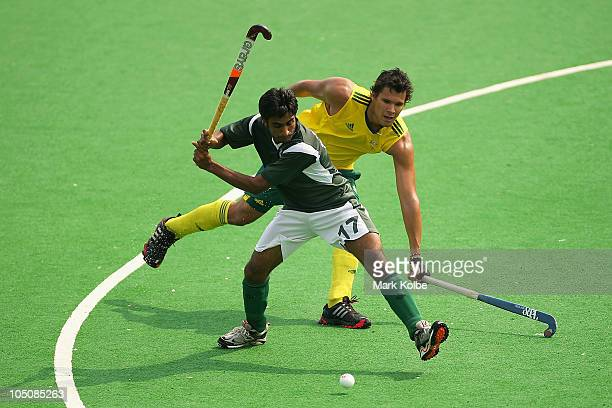 Shafqat Rasool of Pakistan plays a shot in the Men's Pool A match between Pakistan and Australia at Major Dhyan Chand National Stadium during day six...