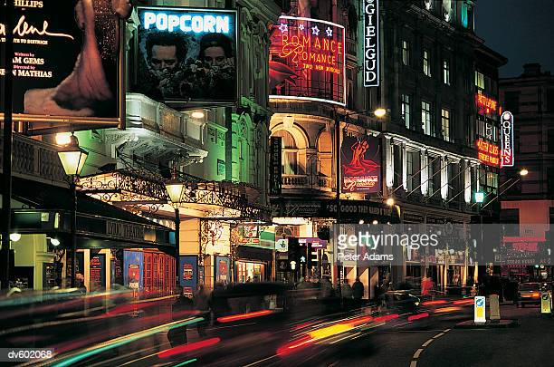 shaftesbury avenue, london, england - ロンドン ソーホー ストックフォトと画像