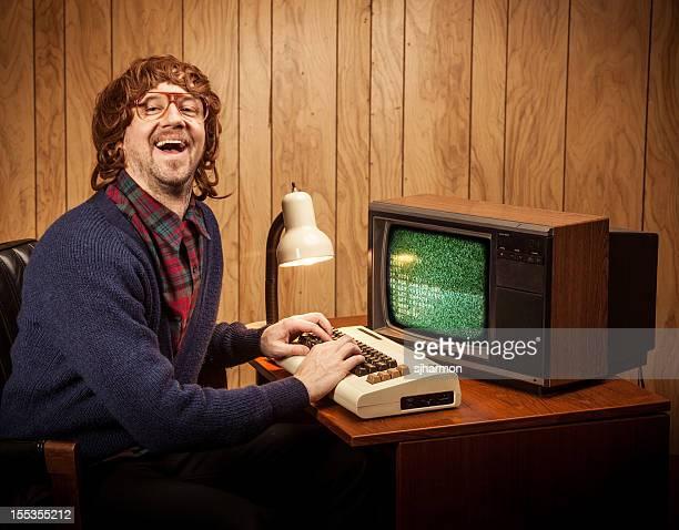 À longs poils hirsutes à poils coincée Nerd ordinateur vintage style homme