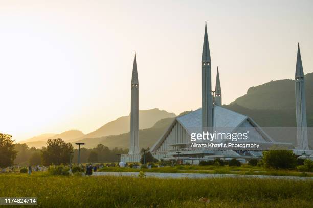 shah faisal mosque, islamabad - islamabad stock pictures, royalty-free photos & images