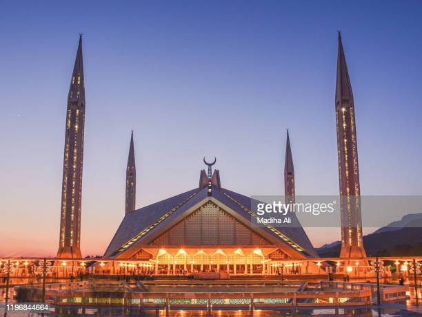 shah faisal mosque (masjid) with its four minarets and a dome in islamabad, pakistan at the sunset. it is a marvel of islamic design, architecture and geometric symmetry. - islamabad stock pictures, royalty-free photos & images