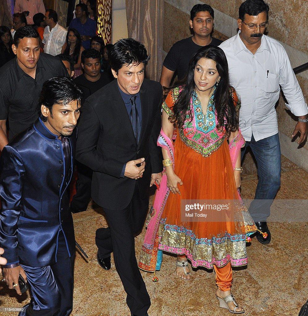 Shah Rukh Khan and Juhi Chawla arrive for Ganesh Hegde's