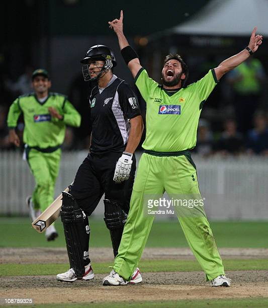 Shahid Afridi of Pakistan appeals the LBW of Ross Taylor of the Black Caps during game five of the one day series between New Zealand and Pakistan at...