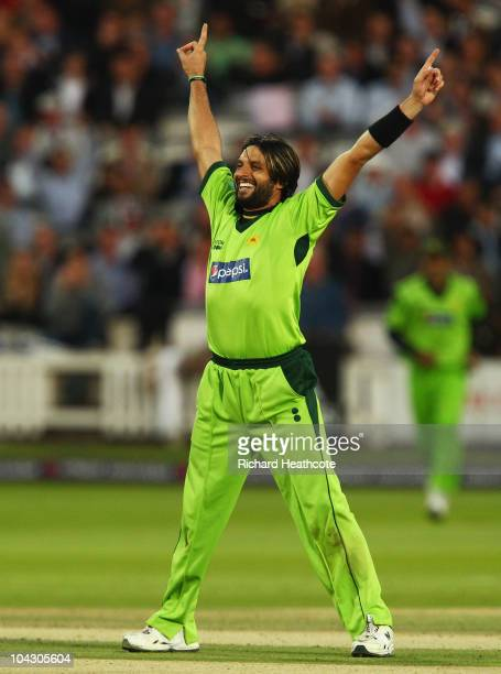 Shahid Afridi of Pakistan celebrates the wicket of Jonathan Trott of England during the 4th NatWest One Day International between England and...