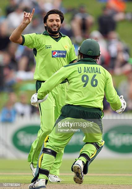 Shahid Afridi of Pakistan celebrates the wicket of Scott Styris during game two of the Twenty20 series between New Zealand and Pakistan at Seddon...