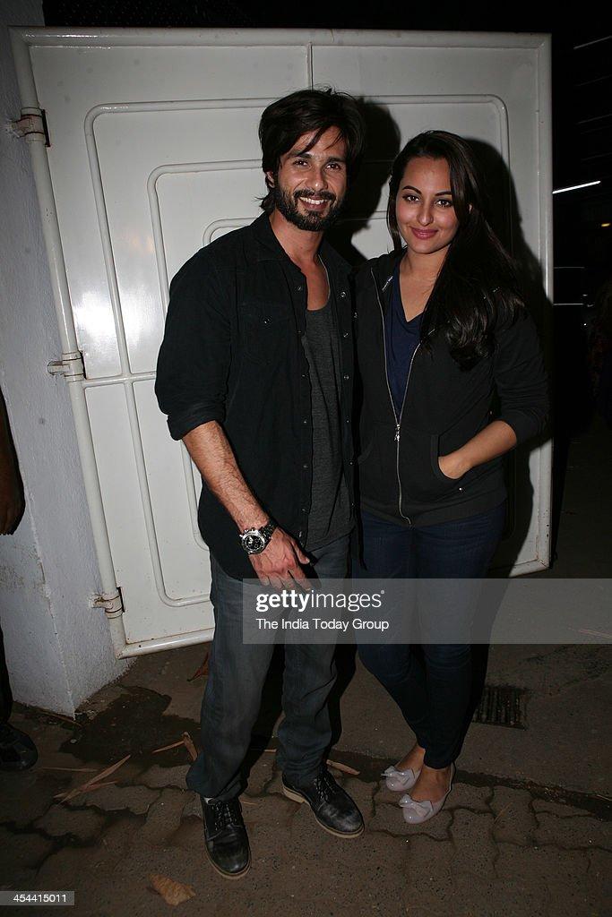 Shahid Kapoor and Sonakshi Sinha during the screening of the movie RRajkumar in Mumbai