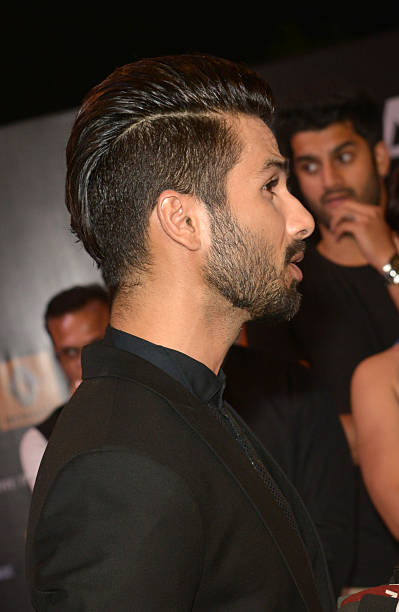 shahid kapoor hair style indian actor akshay kumar l and his wi pictures getty 9558 | shahid kapoor flaunts his new hair style picture id464462790?k=6&m=464462790&s=612x612&w=0&h=5whrQos27EUBIkdMuaSjH61bB8ZskVBRo3 K bkbQQ4=