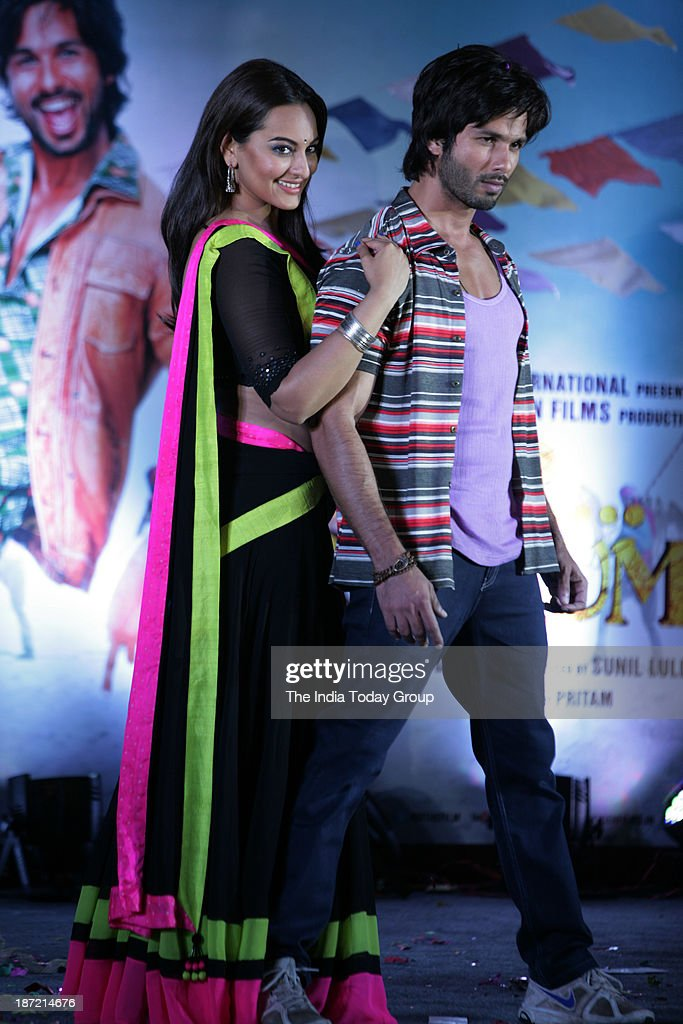 Shahid Kapur and Sonakshi Sinha during the music launch of the movie RRajkumar in Mumbai
