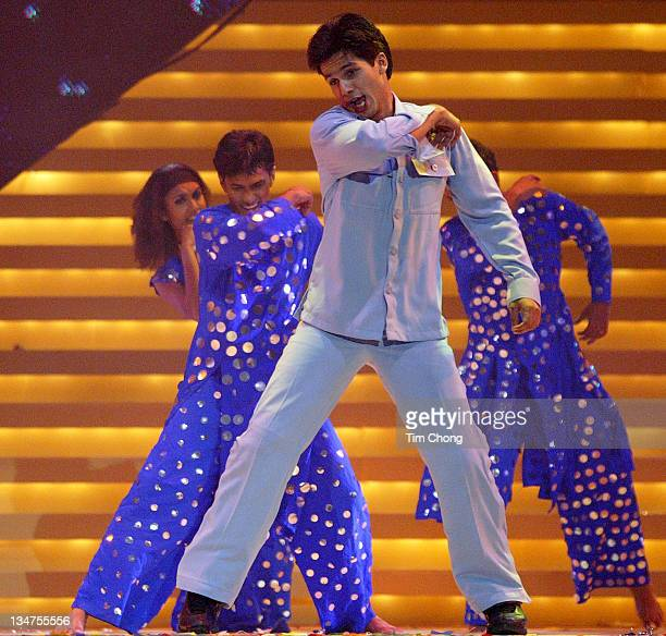 Shahid Kapur performs a tribute to actor Rajesh Khanna at IIFA 2004 Awards show in Singapore May 22 2004 Kapur is the winner of the 2004 Sony...