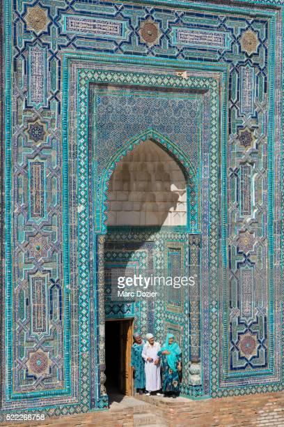 shah-i-zinda necropolis in samarkand - oezbekistan stockfoto's en -beelden