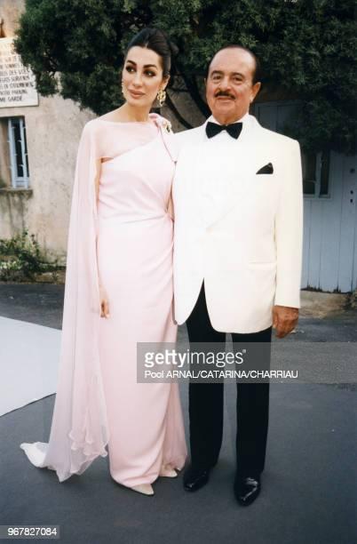Shahpari et Ednan Khashoggi lors de la soirée AMFAR au Moulin de Mougin pendant le Festival de Cannes le 15 mai 1997 France