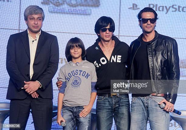 Shahrukh Khan and Arjun Rampal with Master Armaan Verma at Sony Playstation 'RaOne' game launch at ITC Grand Maratha