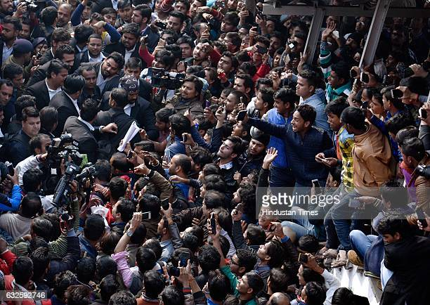 Shahrukh khan fans waiting at Hazrat Nizamuddin Railway station on January 24 2017 in New Delhi India A man named Farheed Khan Pathan reportedly died...