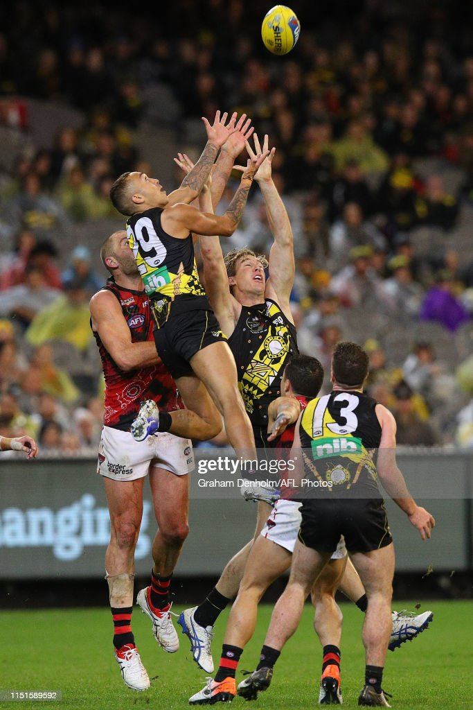 AFL Rd 10 - Richmond v Essendon : News Photo