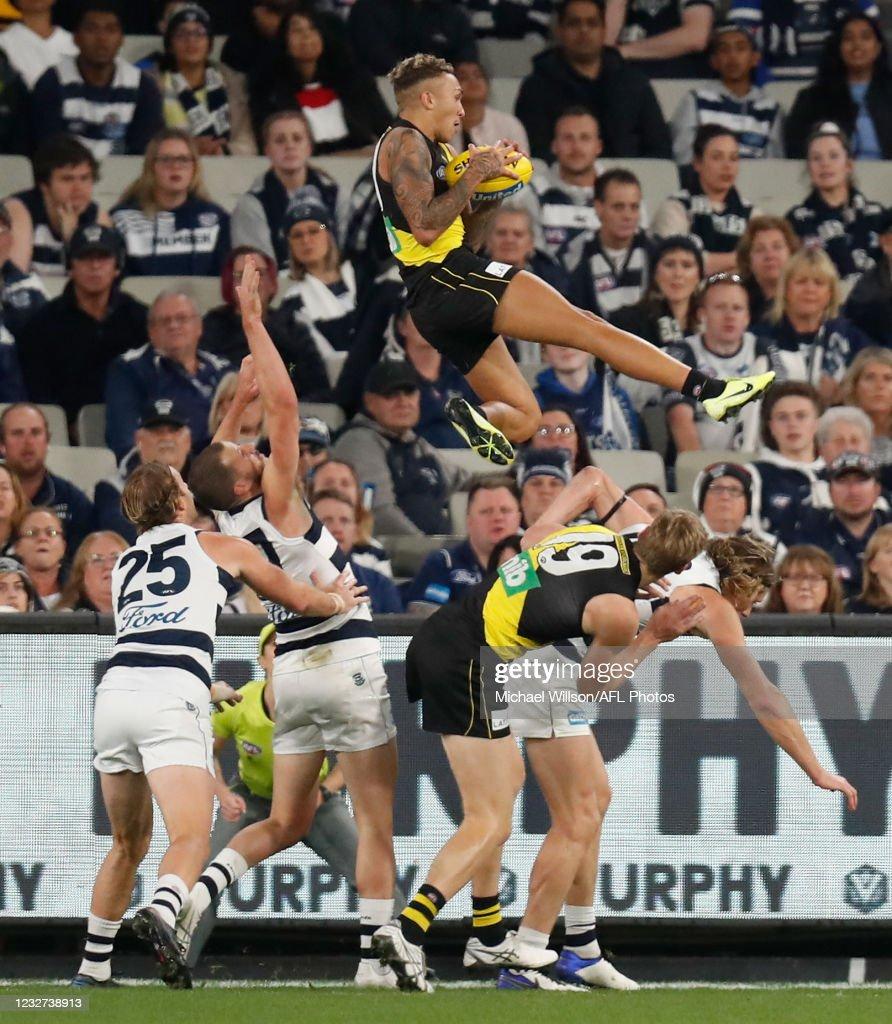 AFL Rd 8 - Richmond v Geelong : News Photo