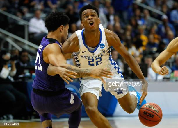 Shai Gilgeous-Alexander of the Kentucky Wildcats collides with Amaad Wainright of the Kansas State Wildcats in the first half during the 2018 NCAA...