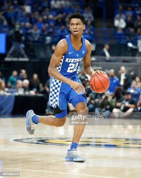 Shai GilgeousAlexander of the Kentucky Wildcats dribbles the ball against the Tennessee Volunteers during the Championship game of the 2018 SEC...