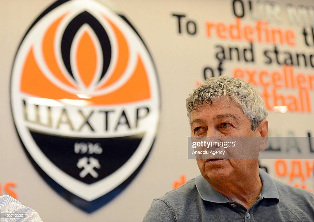 Shakhtar Donetsk Coach Mircea Lucescu... : News Photo
