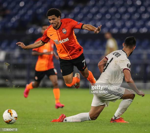 Shakhtar Donetsk's Brazilian midfielder Taison vies for the ball with FC Basel's Paraguayan defender Omar Alderete during the UEFA Europa League...