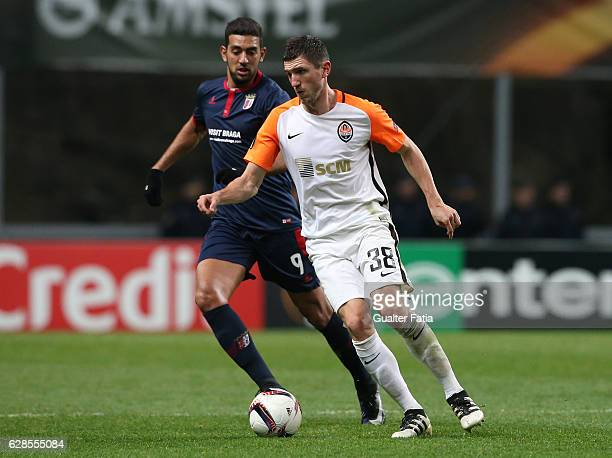 Shakhtar Donetsk's defender Serhiy Kryvtsov with Braga's forward Ahmed Hassan from Egypt in action during the UEFA Europa League match between SC...