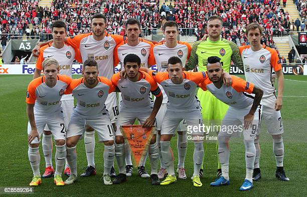 Shakhtar Donetsk's players pose for a team photo before the start of the UEFA Europa League match between SC Braga and FC Shakhtar Donetsk at Estadio...