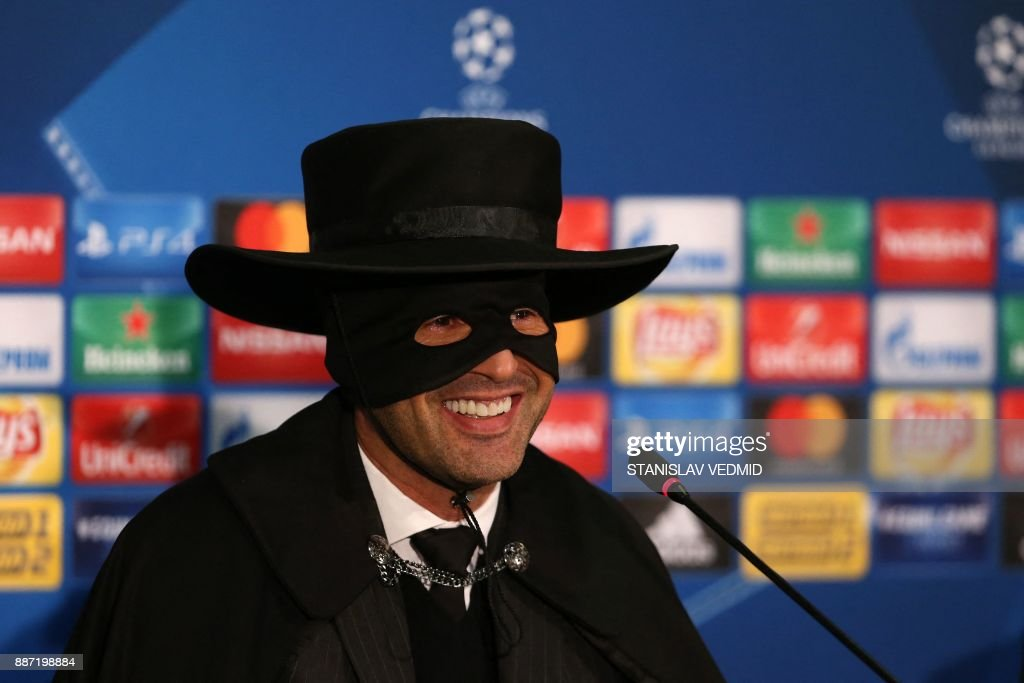 TOPSHOT - Shakhtar Donetsk's Portuguese manager Paulo Fonseca, wearing a Zorro mask and hat, delivers a press conference after Shakhtar Donetsk won their UEFA Champions League group F football match against Manchester City, at Metalist Stadium in Kharkiv, eastern Ukraine, on December 6, 2017. / AFP PHOTO / Stanislas VEDMID