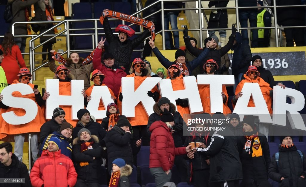 Shakhtar Donetsk's supporters cheer for their team during the UEFA Champions League round of 16 first leg football match between Shaktar Donetsk and AS Rome at the OSK Metalist Stadion in Kharkiv on February 21, 2018. Shakhtar Donetsk won the match 2-1. /